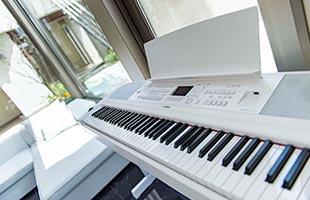 Yamaha DGX-670 in living room