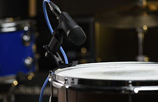 close-up image of PreSonus ST-4 microphone on stand positioned above snare drum