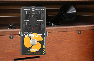 image of Neo Instruments Micro Vent 122 with Leslie 122 speaker in background