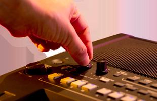 close-up image of hand turning LIVE CONTROL knob on Yamaha PSR-SX600