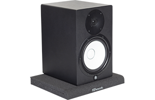 perspective view of studio monitor resting on Gator Frameworks GFW-ISOPAD-LG Studio Monitor Isolation Pad – Large with pad configured flat